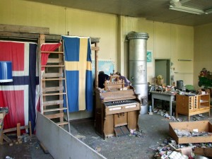 DSCF9182-Klassrum m orgel o flagga